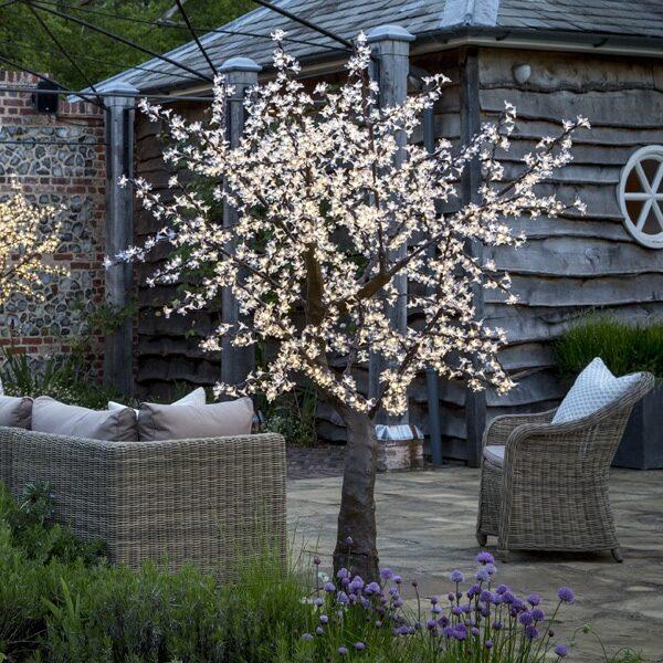 2m LED cherry in the garden